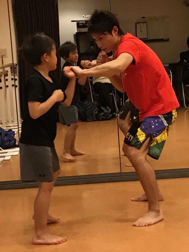 六本木 レンタルスタジオのキッズ キックボクシング 空手教室の練習風景の画像