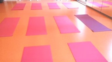 六本木 フォルトゥーナ レンタルスタジオ ヨガマット敷いた画像